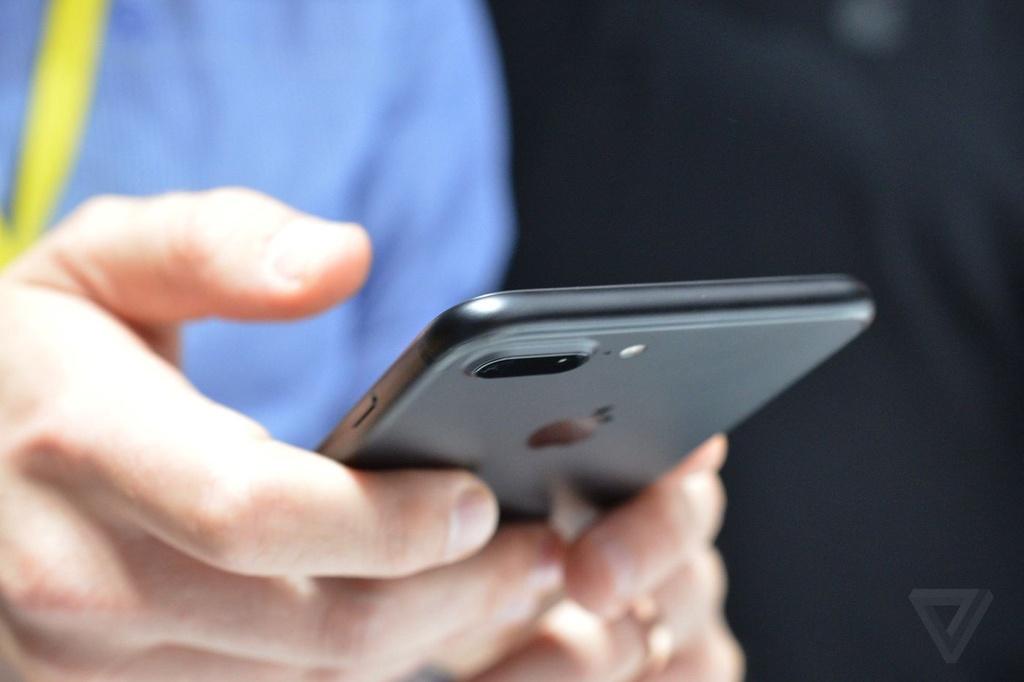 Anh va video thuc te iPhone 7 Plus: Camera kep xoa phong hinh anh 3
