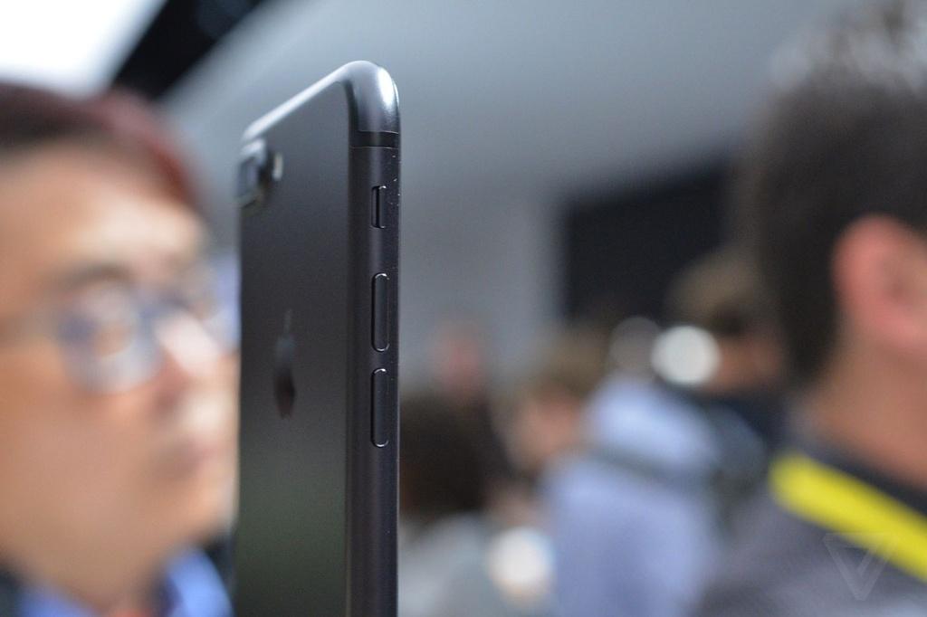 Anh va video thuc te iPhone 7 Plus: Camera kep xoa phong hinh anh 5