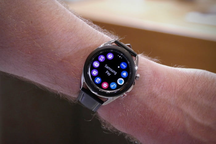 Can canh dong ho Samsung Galaxy Watch3 anh 4
