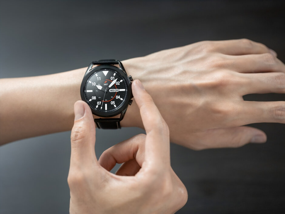 Can canh dong ho Samsung Galaxy Watch3 anh 9