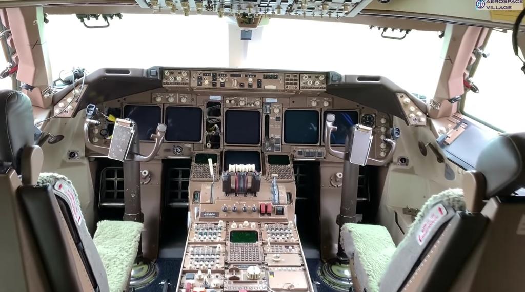May bay Boeing 747 cap nhat du lieu bang dia mem anh 1