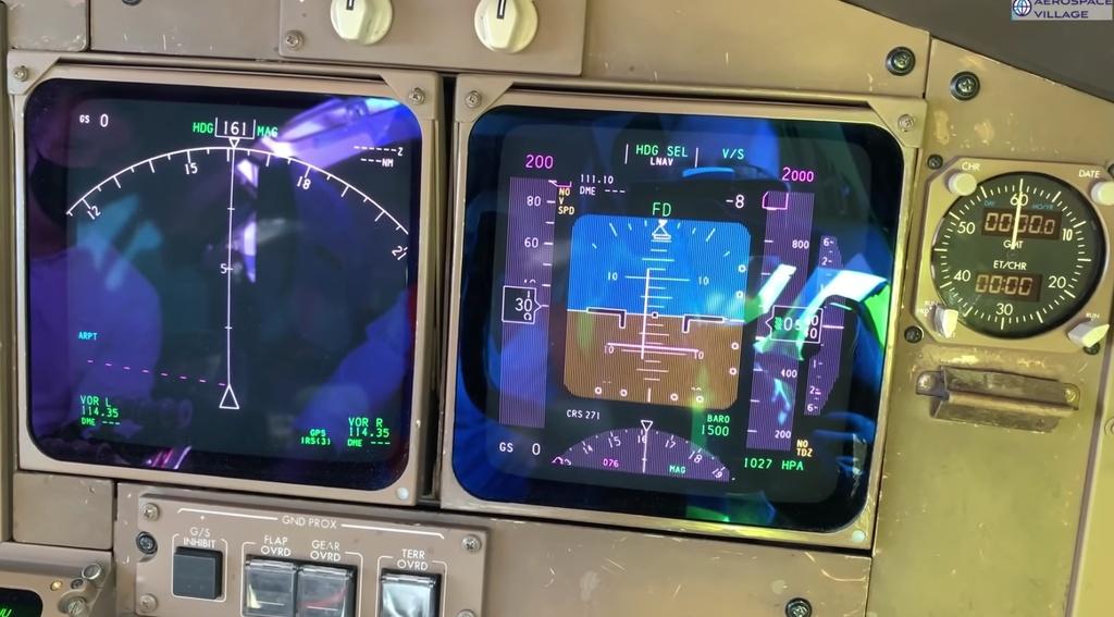 May bay Boeing 747 cap nhat du lieu bang dia mem anh 8