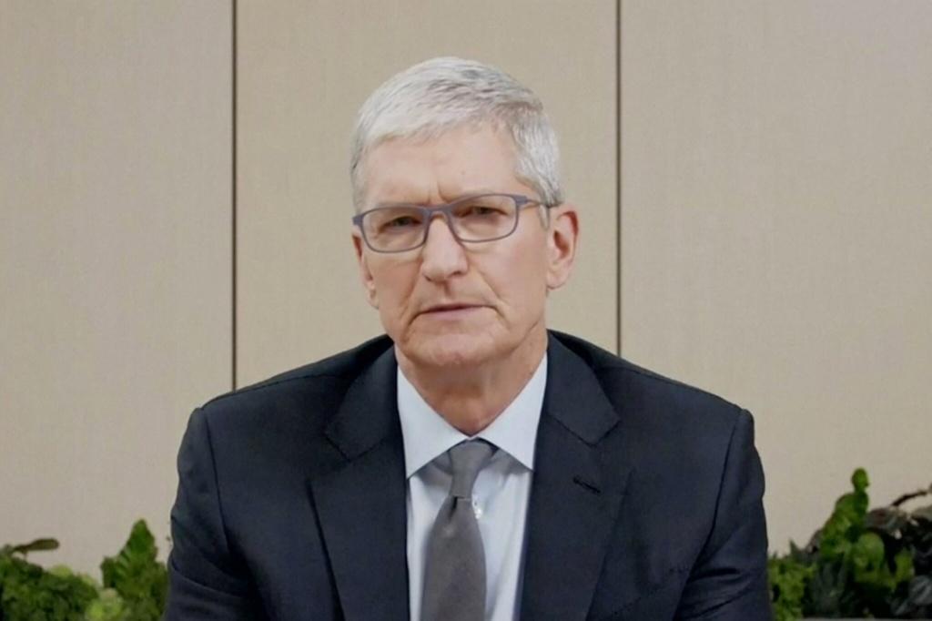 Apple luon leo khi go Fortnite khoi App Store anh 3