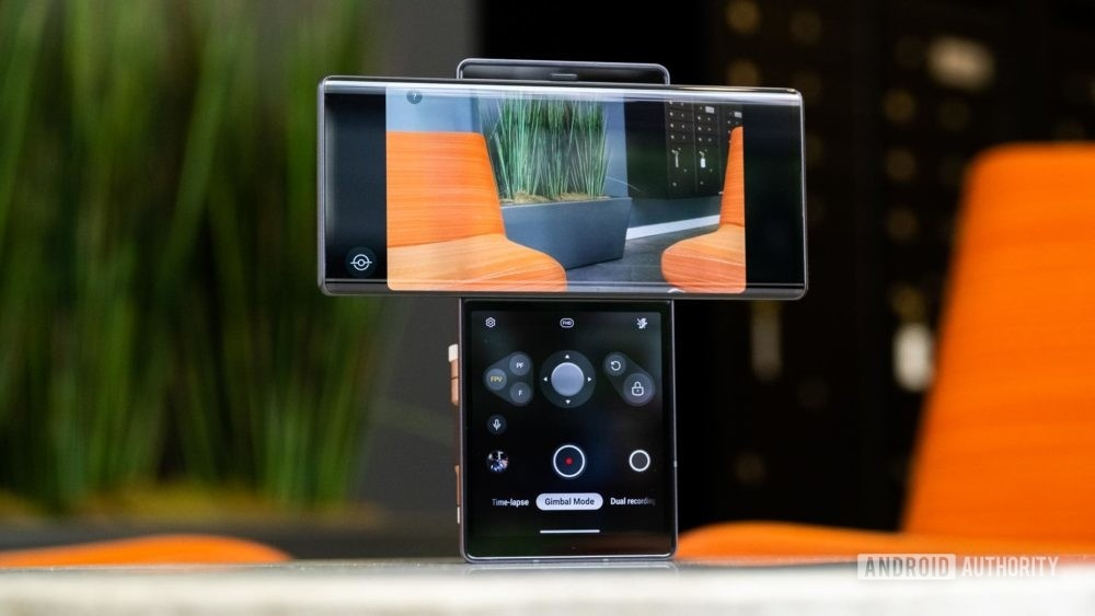 Can canh smartphone man hinh xoay LG Wing anh 7