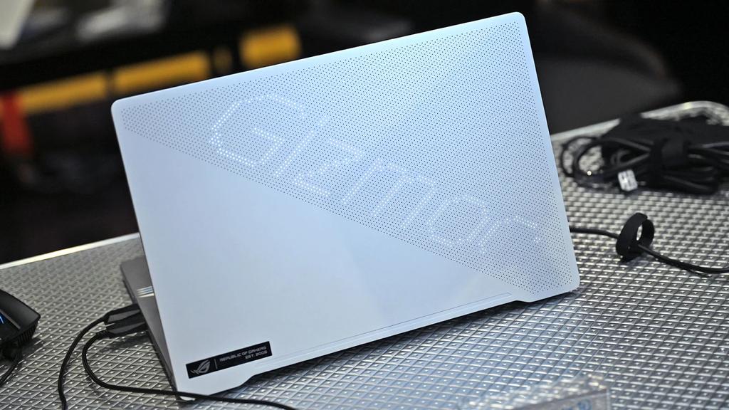 nhung laptop choi game dang mua 2020 anh 8