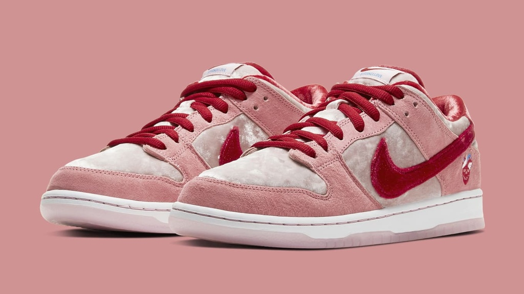 Giay Nike hong va 7 doi sneakers vua ra mat truoc them Valentine hinh anh 5 Sole_Collector_2.jpg