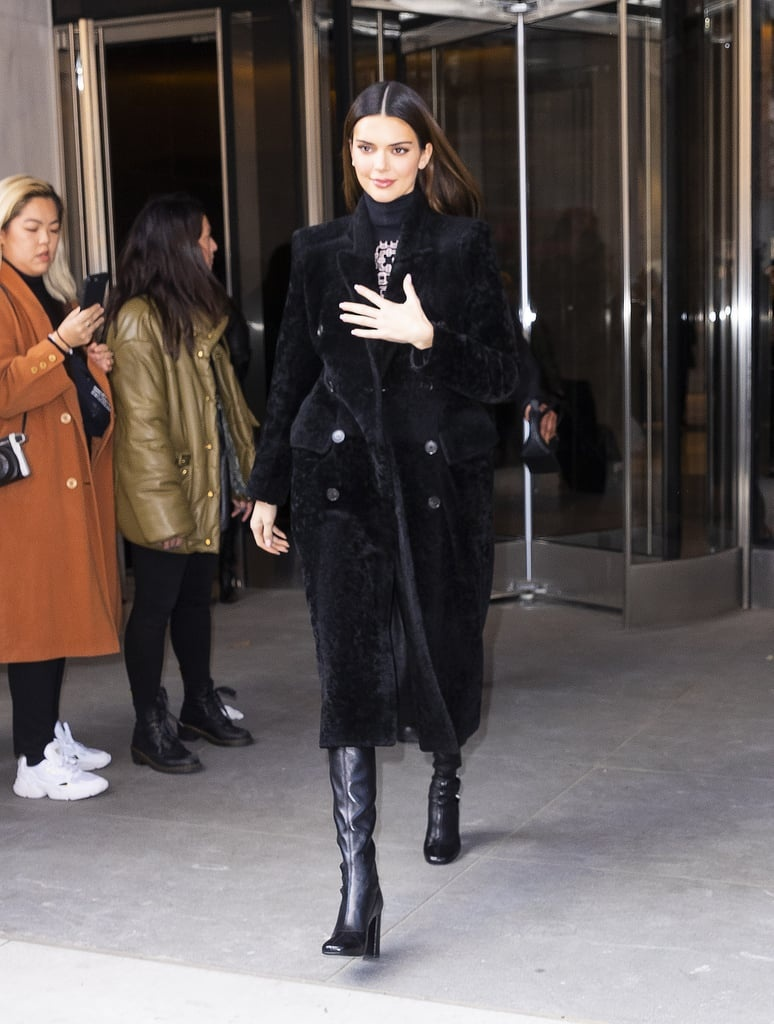 Kendall Jenner mac bo hong sexy, Hailey Bieber dien ca cay den ca tinh hinh anh 5 2.jpg