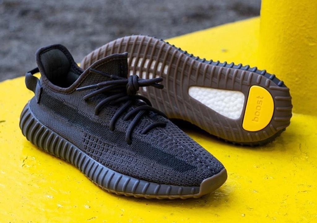 Loat giay Yeezy moi nhat bi che xau, co gia dat do van dat hang hinh anh 11 Sneaker_News_Cinder.jpg