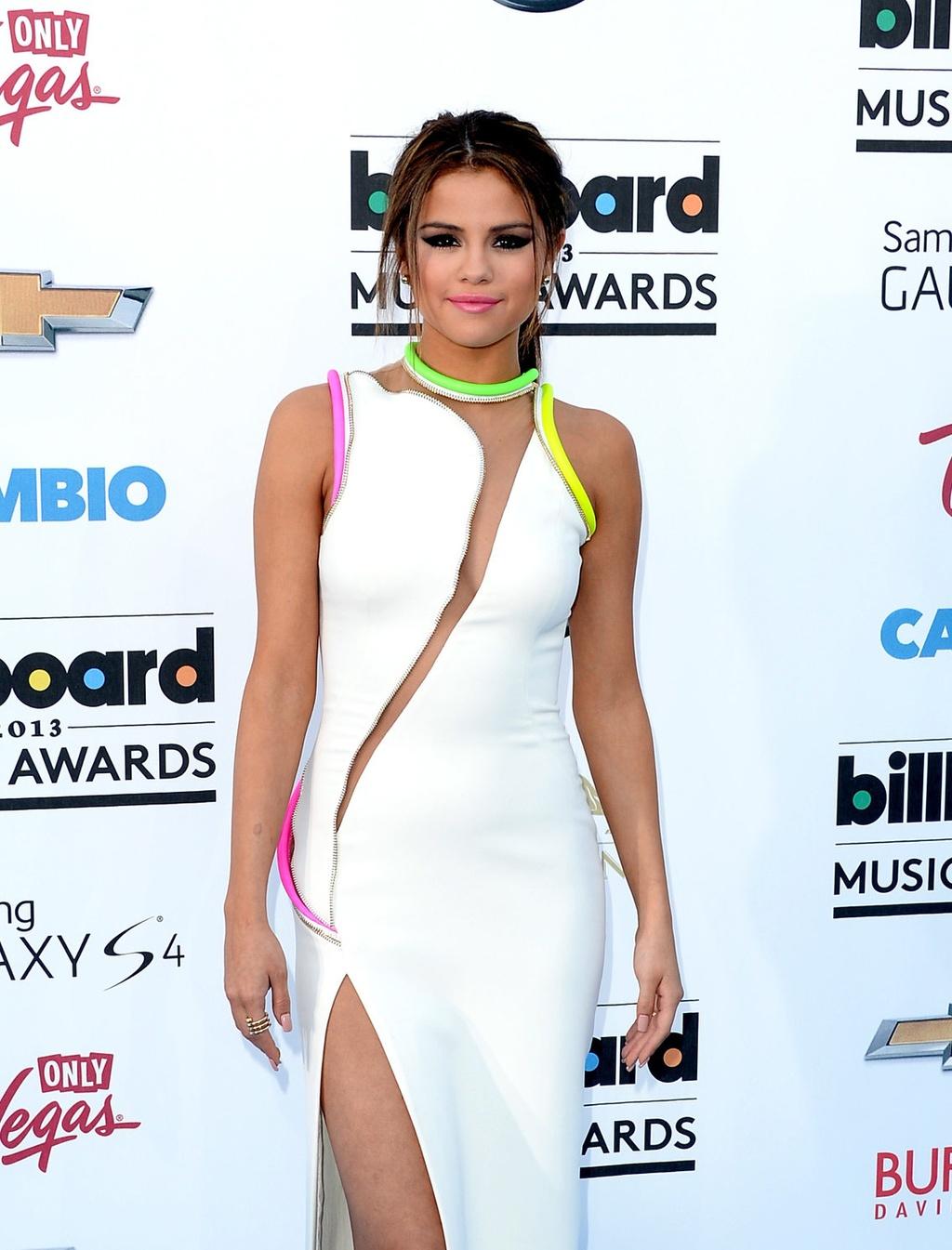 thoi trang qua tung nam cua Selena Gomez anh 8