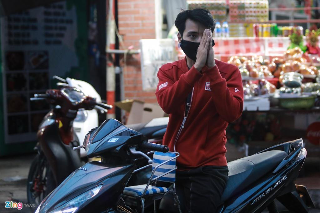 Nguoi dan tran ra duong vai vong truoc phu Tay Ho hinh anh 10 5_zing.jpg