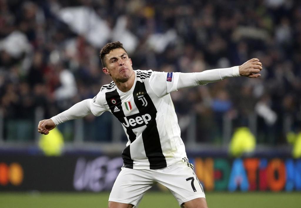 Cristiano Ronaldo vs Messi - ai moi la 'vua' trong PES 2020? hinh anh 4