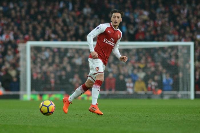 Tuong lai cua Mesut Oezil mo mit tai Arsenal hinh anh 2