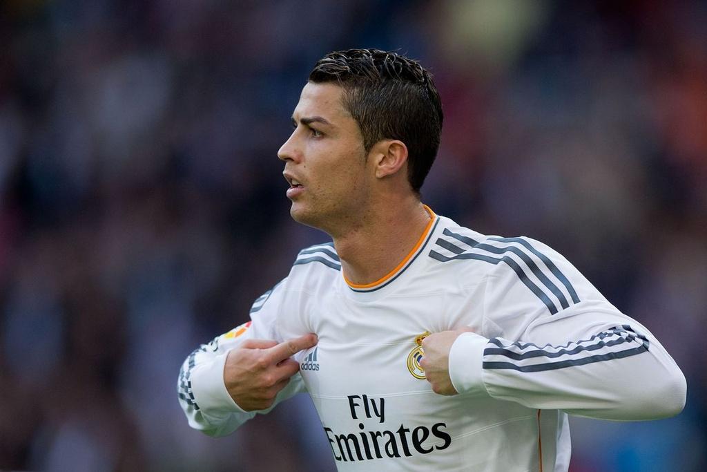 FIFA 20 uu ai Ronaldo, bo roi Messi? hinh anh 9
