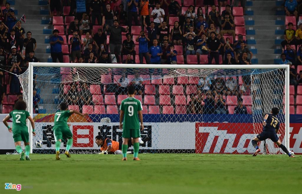 Cau thu U23 Iraq phan ung vi trong tai cho Thai Lan huong penalty hinh anh 6 iraq1_qt_zing.jpg