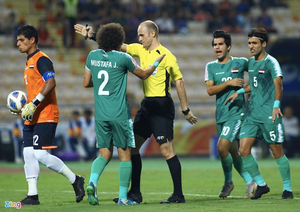 Cau thu U23 Iraq phan ung vi trong tai cho Thai Lan huong penalty hinh anh 4 iraq4_qt_zing.jpg