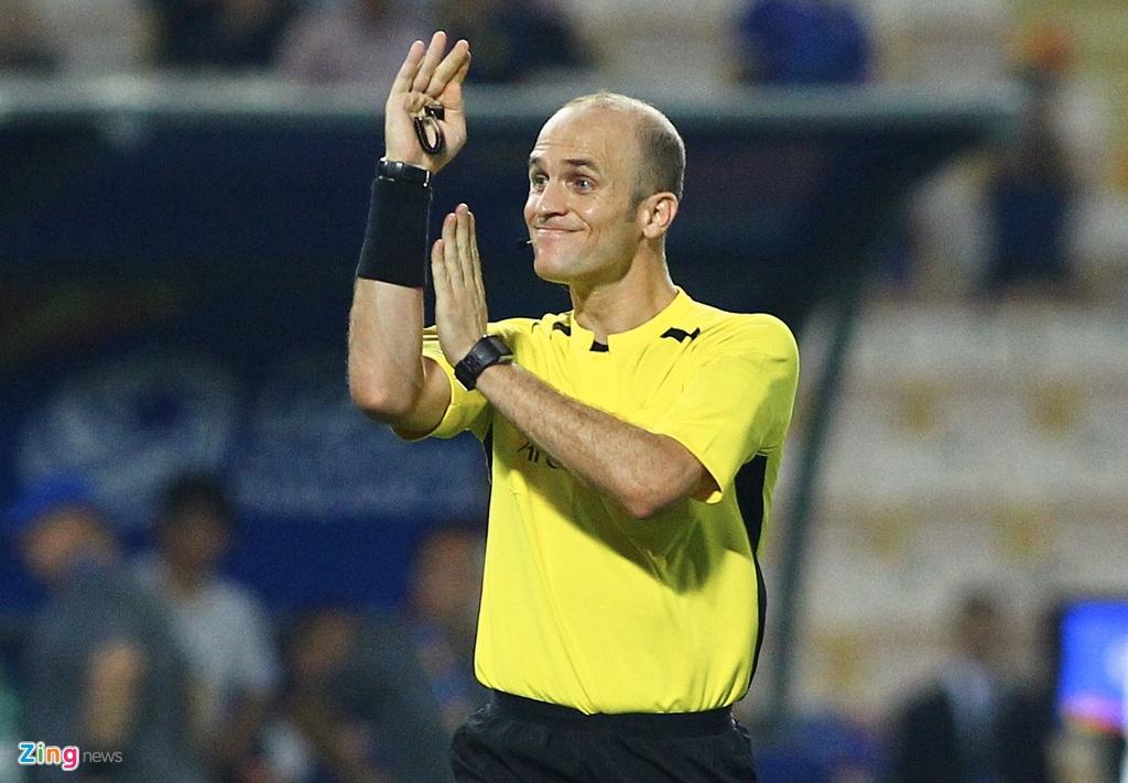Cau thu U23 Iraq phan ung vi trong tai cho Thai Lan huong penalty hinh anh 3 iraq5_qt_zing.jpg