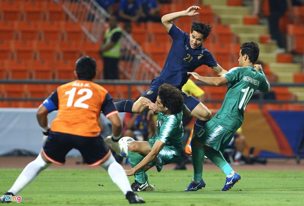 Cau thu U23 Iraq phan ung vi trong tai cho Thai Lan huong penalty hinh anh 1 iraq8_zing.jpg