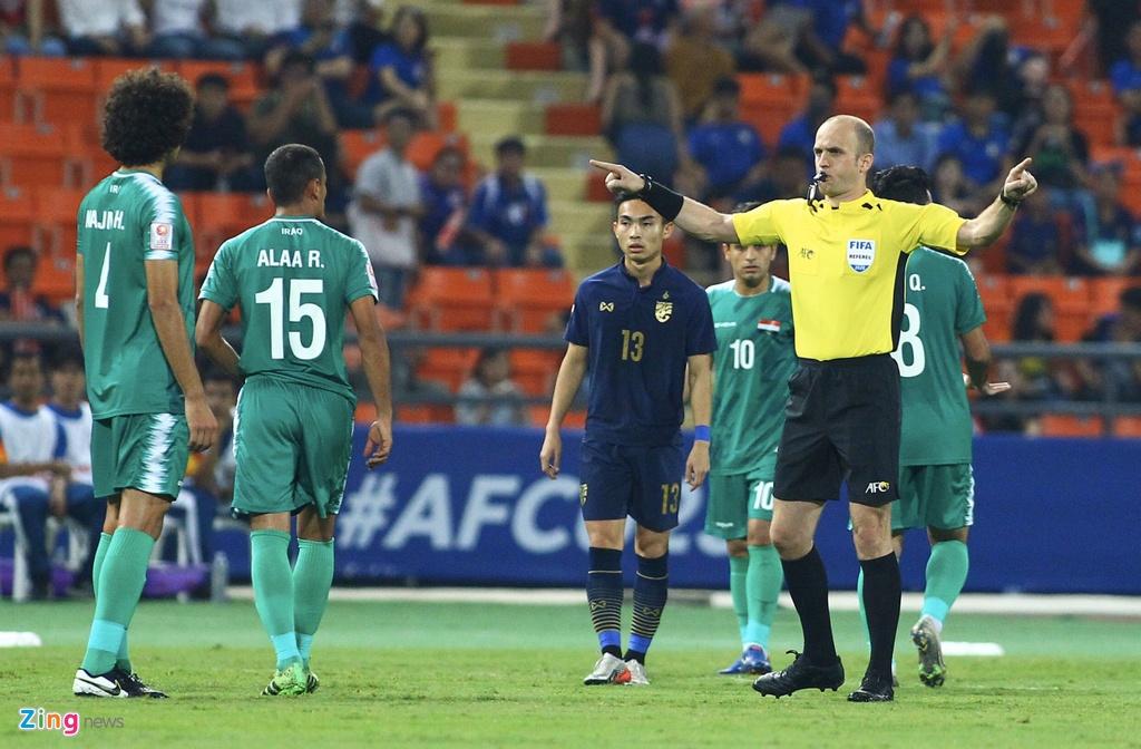 Cau thu U23 Iraq phan ung vi trong tai cho Thai Lan huong penalty hinh anh 2 iraq_qt_zing.jpg