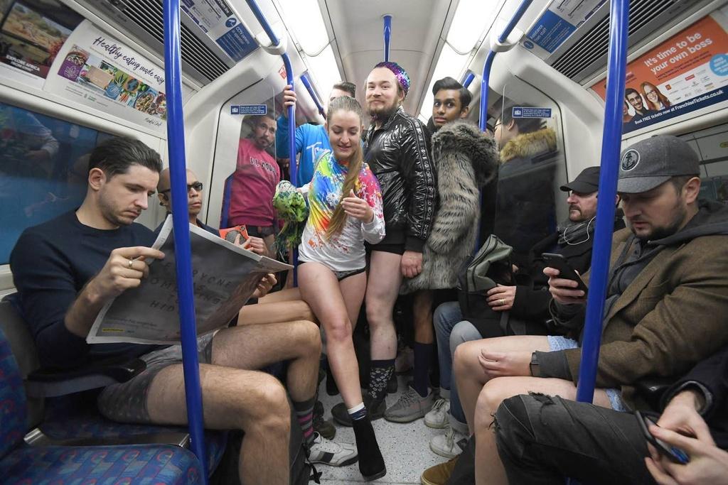 Hang nghin nguoi 'Khong mac quan di tau dien ngam' tren khap the gioi hinh anh 9 no_pants_subway_14.jpg