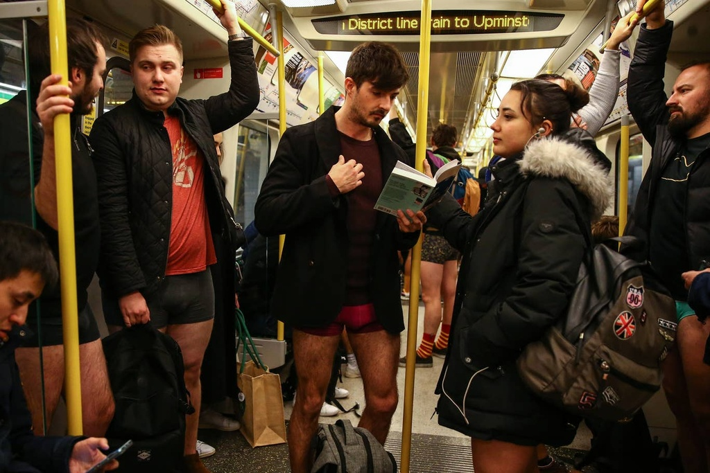 Hang nghin nguoi 'Khong mac quan di tau dien ngam' tren khap the gioi hinh anh 6 no_pants_subway_2.jpg