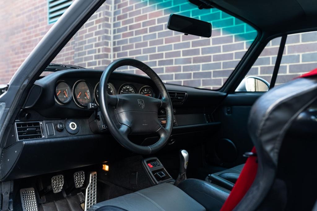 Chiec Porsche 993 GT2 hang hiem co gia trieu USD hinh anh 8 Porsche_911_GT2_25.jpg