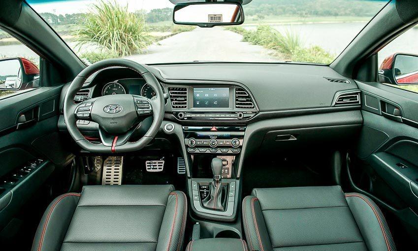So sanh Mazda3 va Hyundai Elantra anh 10