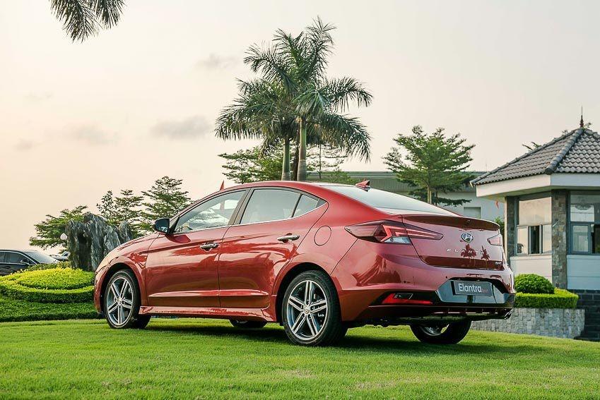 So sanh Mazda3 va Hyundai Elantra anh 7