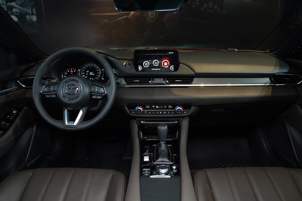 So sanh Mazda6 2020 va Toyota Camry 2019 anh 10