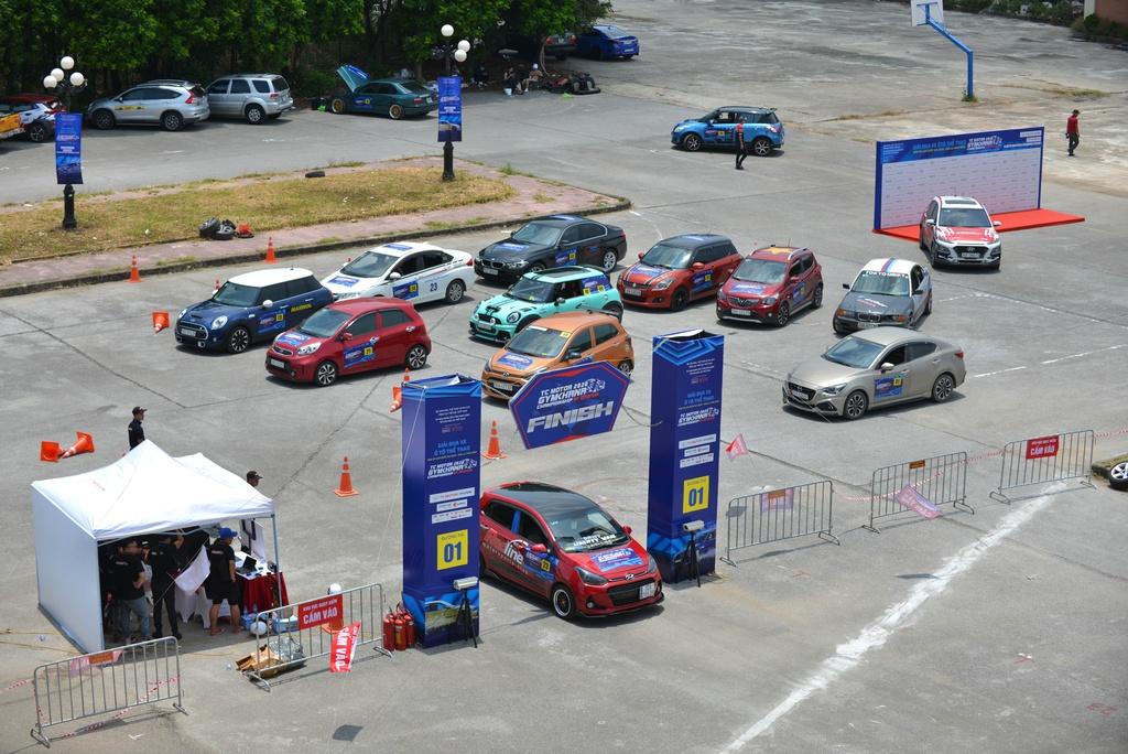 Từ Kia Morning tới BMW tranh tài trong giải đua ôtô ở Ninh Bình