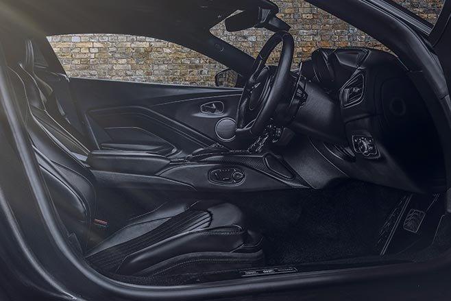 Aston Martin Vantage va DBS Superleggera ban diep vien 007 anh 10