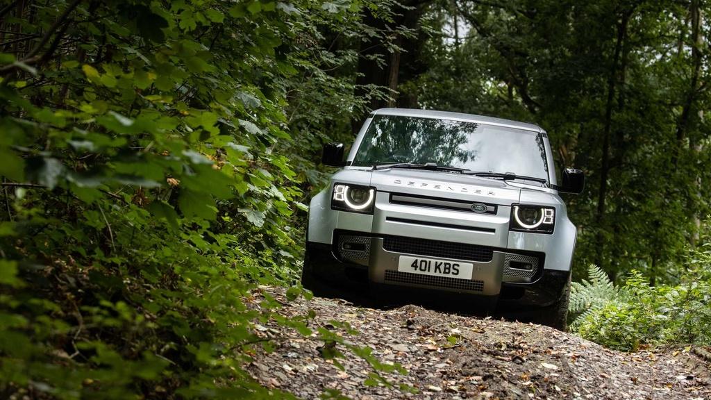 Land Rover Defender 2021 ra mat anh 14