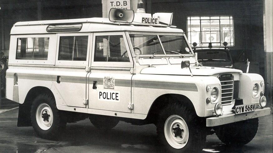 Dong xe Land Rover Defender thay doi ra sao sau hon 70 nam anh 12