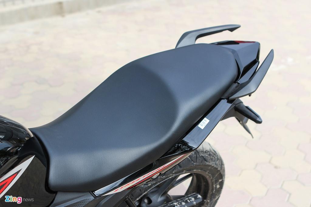 Can canh naked bike 150 phan khoi cua Honda moi ve Ha Noi hinh anh 10 Mặc dù kiểu dáng khá góc cạnh và khoẻ khoắn, nhưng yên xe thiết kế 2 tầng liền không thật sự ấn tượng.