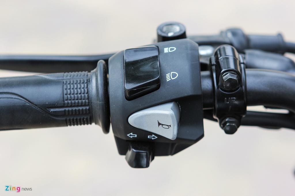 Can canh naked bike 150 phan khoi cua Honda moi ve Ha Noi hinh anh 5 Cụm điều khiển trên tay lái của Honda CB150R StreetFire gồm các nút còi, xi-nhan, pha/cốt, đề khởi động và không có công tắc đèn chiếu sáng.