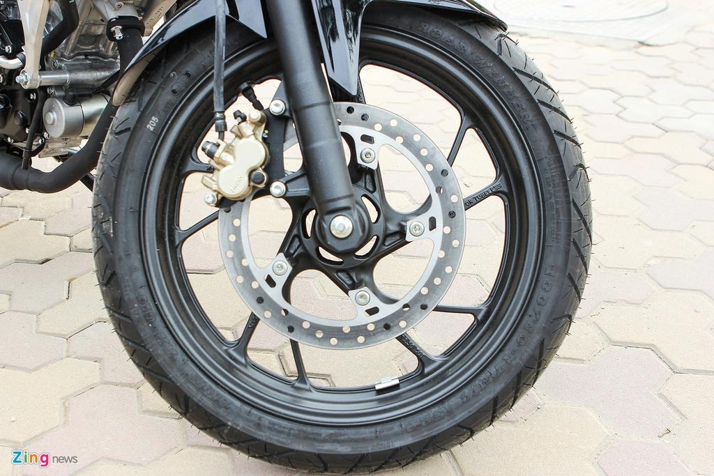 Can canh naked bike 150 phan khoi cua Honda moi ve Ha Noi hinh anh 9 Bánh trước và bánh sau đều sử dụng lốp không săm, kích thước lần lượt  100/80 và 130/70. Vành đúc được thiết kế lại so với phiên bản trước. Cả hai bánh được trang bị phanh đĩa.