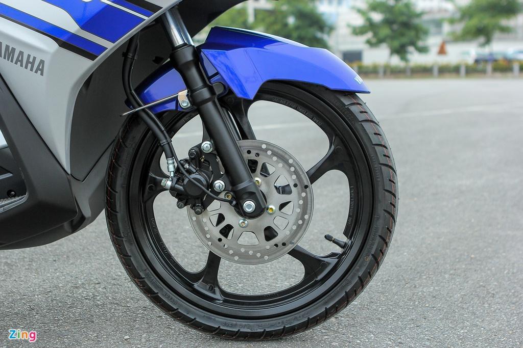 Can canh Yamaha Nouvo GP 2016 voi bo tem moi hinh anh 12 Xe sử dụng phanh đĩa phía trước và tang trống phía sau.