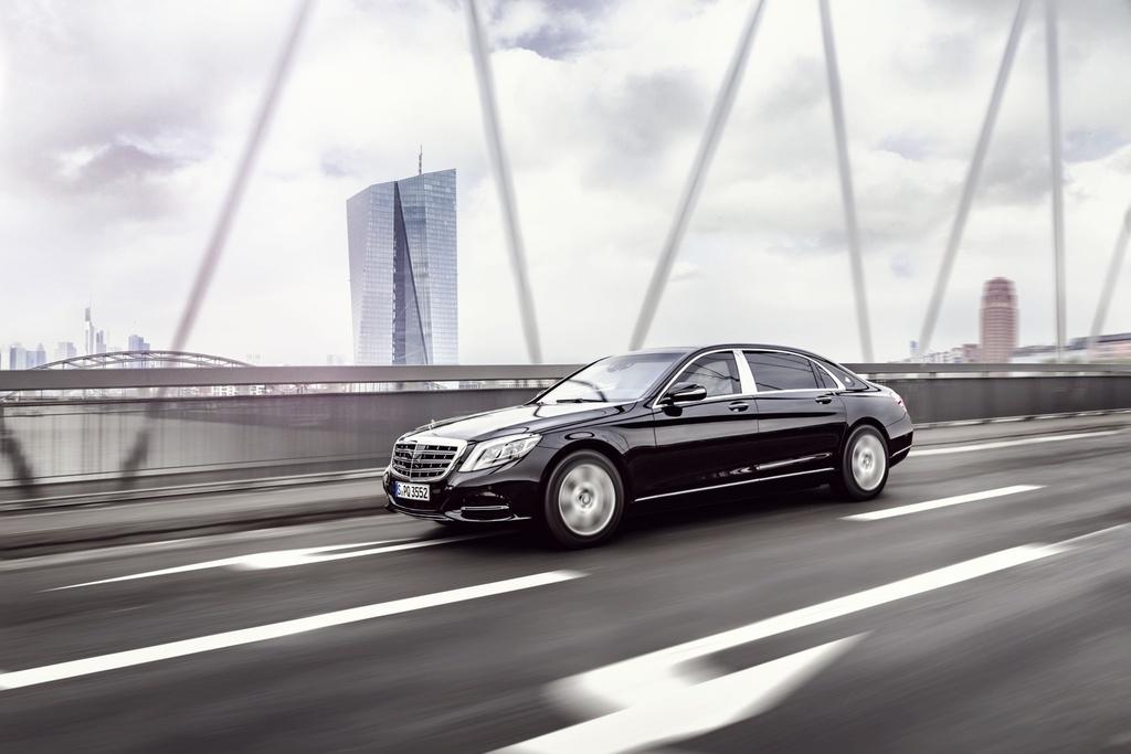 Xe chong dan Mercedes-Maybach S600 Guard gia nua trieu USD hinh anh 5
