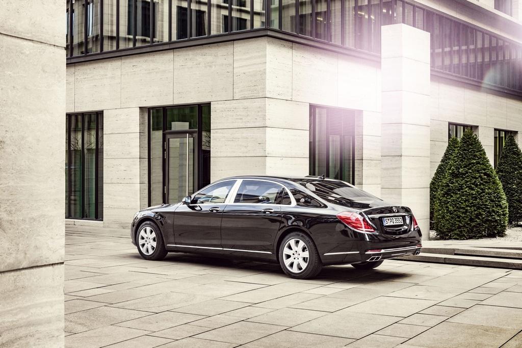 Xe chong dan Mercedes-Maybach S600 Guard gia nua trieu USD hinh anh 7