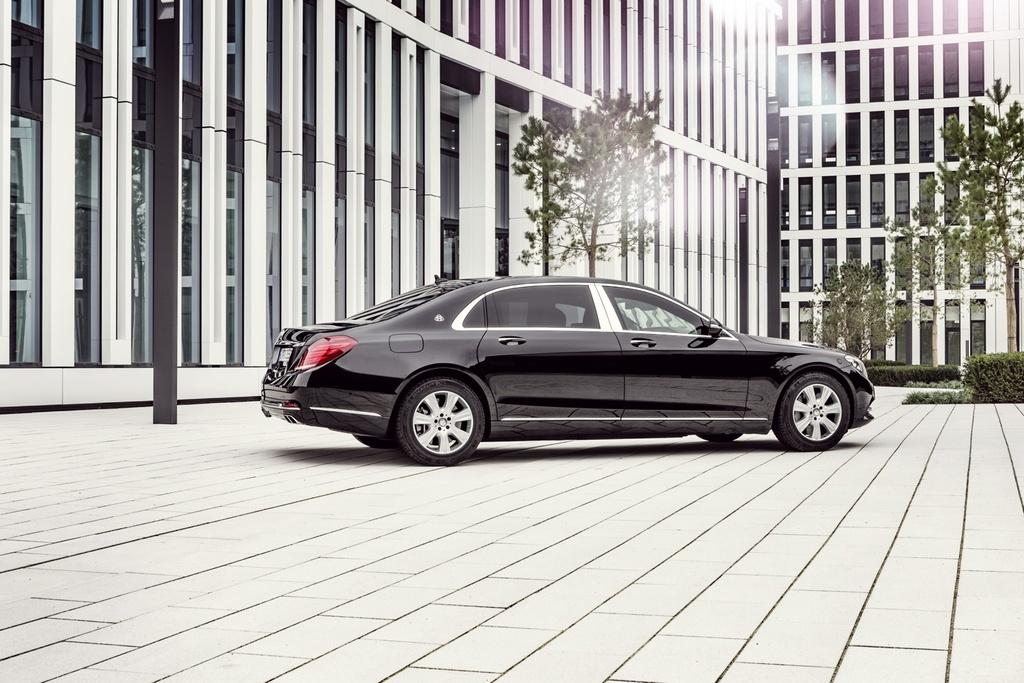 Xe chong dan Mercedes-Maybach S600 Guard gia nua trieu USD hinh anh 4