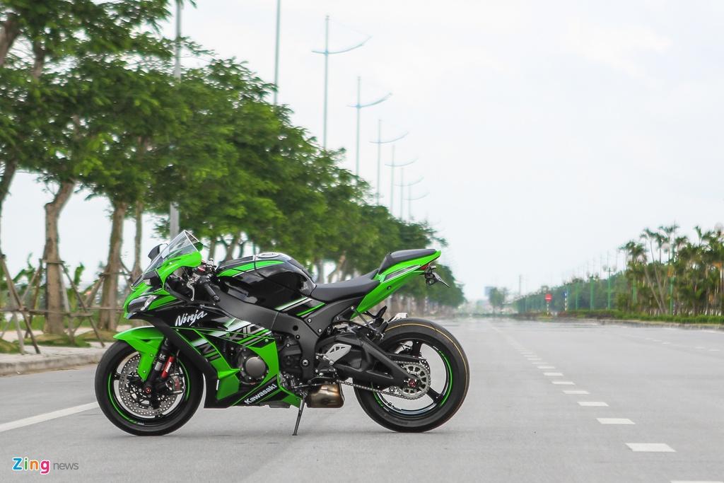 Kawasaki ZX-10R 2016 dau tien tai Ha Noi gia hon 500 trieu hinh anh 4