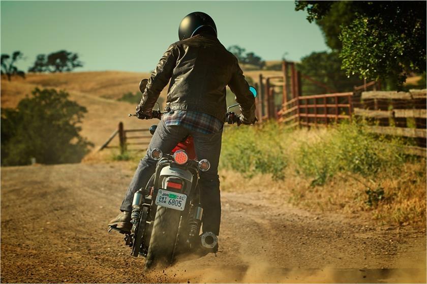 Yamaha SCR950 doi thu Ducati Scrambler anh 8