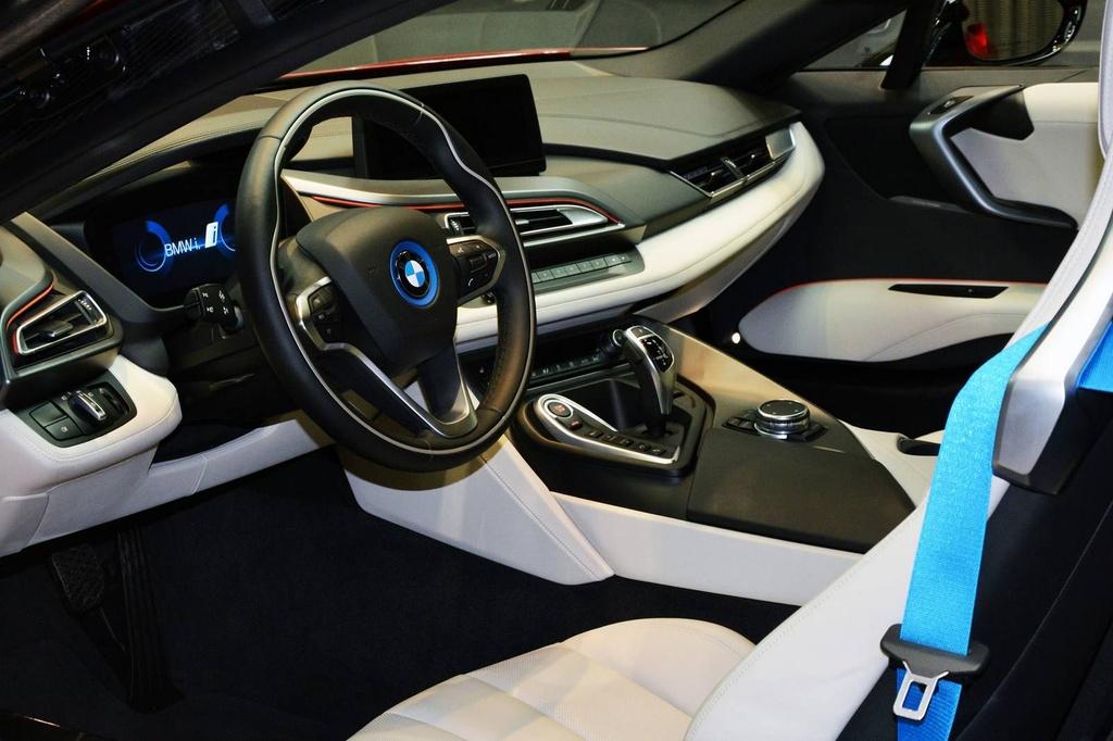 BMW i8 doc nhat vo nhi cua cong chua Abu Dhabi hinh anh 5