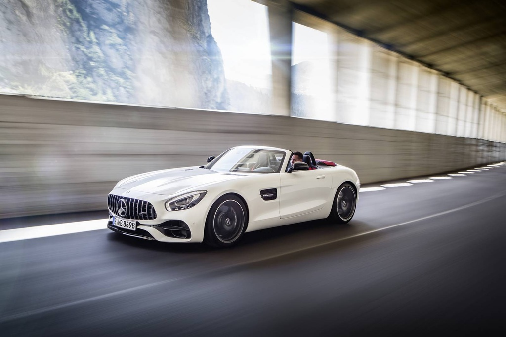Mercedes trinh lang xe mui tran GT C Roadster AMG 2017 hinh anh 4