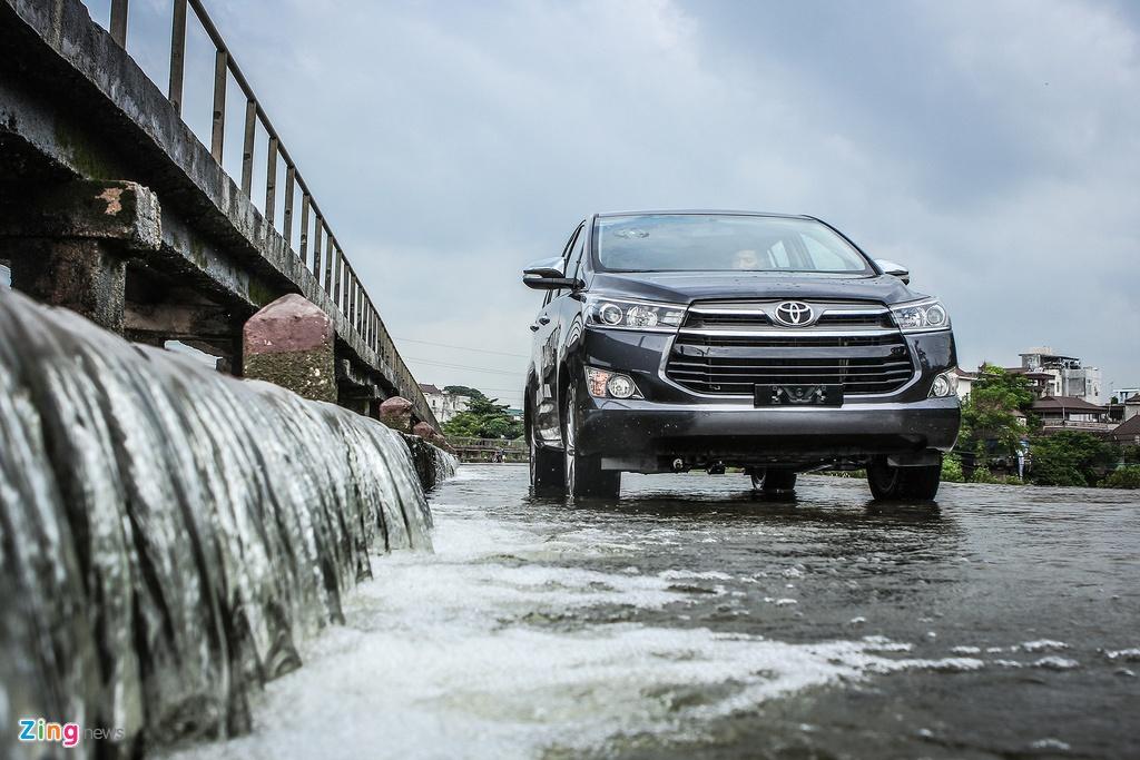 Toyota Innova 2.0V 2016 - quen ma la trong tam gia 1 ty hinh anh 3