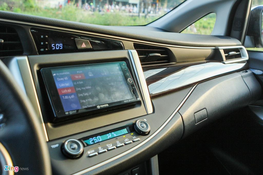 Toyota Innova 2.0V 2016 - quen ma la trong tam gia 1 ty hinh anh 7