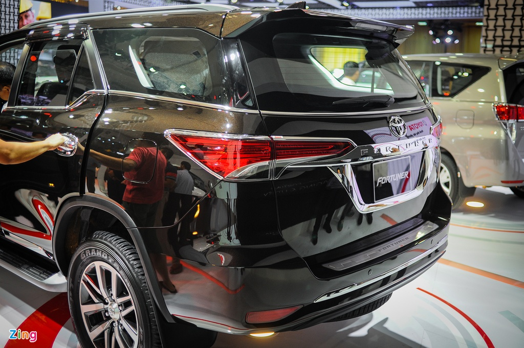 Chi tiet Toyota Fortuner 2017: Them nhieu cong nghe an toan hinh anh 4