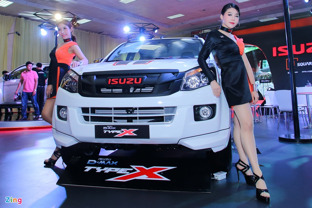 Dan chan dai tai Vietnam Motor Show 2016 hinh anh 2