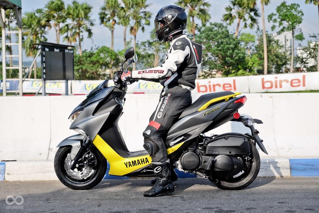 xe tay ga Yamaha Force 2017 ra mat anh 3