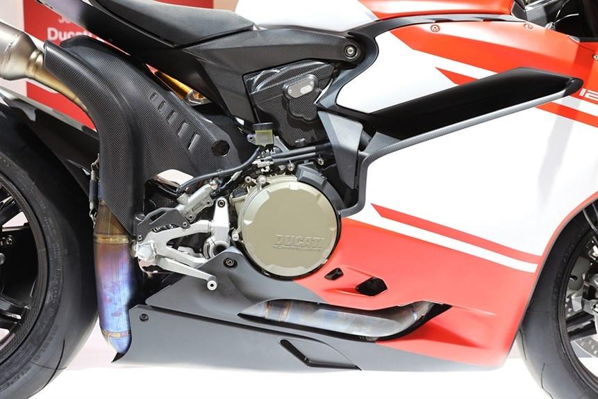 Ducati gioi thieu sieu moto 1299 Superleggera 215 ma luc hinh anh 8