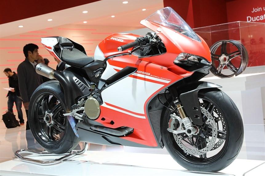 Ducati gioi thieu sieu moto 1299 Superleggera 215 ma luc hinh anh 1